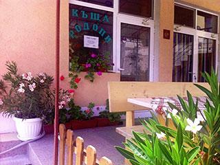 """Къща за гости Родопи, ул. """"Руен"""" 4, Девин"""